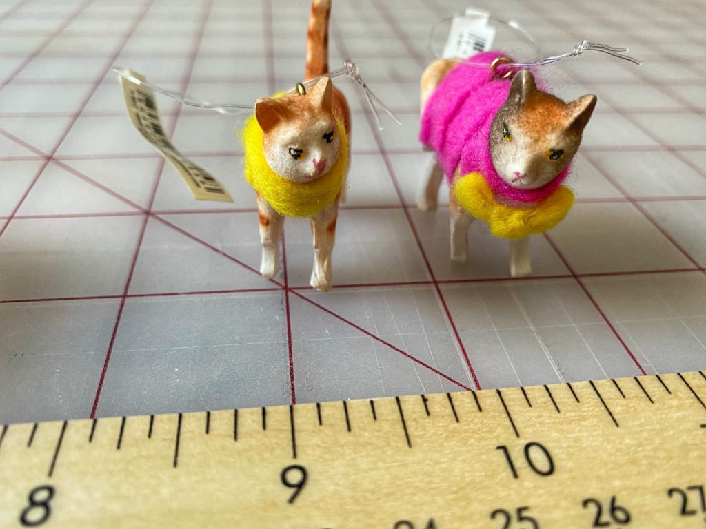 Ceramic Cat w/Sweater Ornaments (YELLOW)